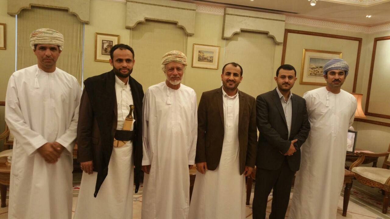 وفد الحوثيين يلتقي وزير الخارجية العماني في مسقط.. صورة
