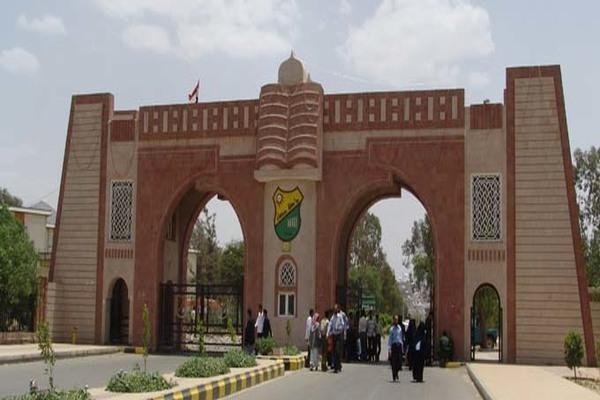 جامعة صنعاء تعلق الشارات الحمراء احتجاجا على تأخير صرف الراتب