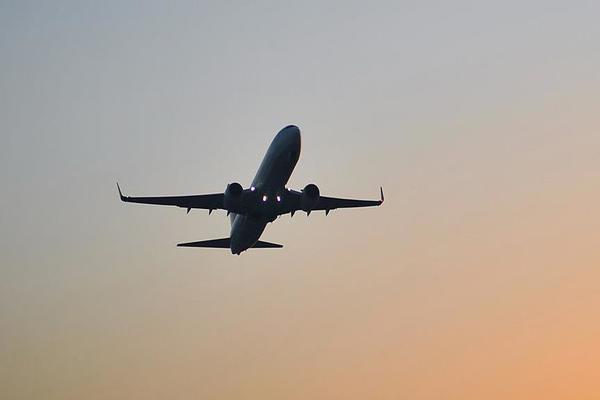 سقوط طائرة في كولومبيا على متنها 81 شخصا بينهم فريق كرة برازيلي