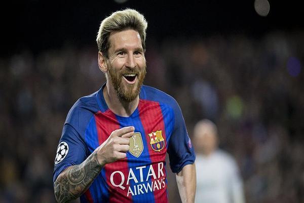 ميسي يمدد عقده مع برشلونة حتى 2021