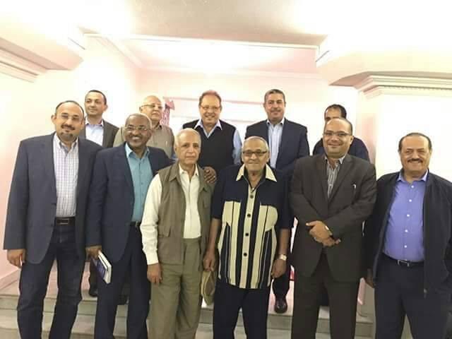 خالد بحاح يظهر من القاهرة إلى جانب علي ناصر محمد وعدد من القيادات.. صورة