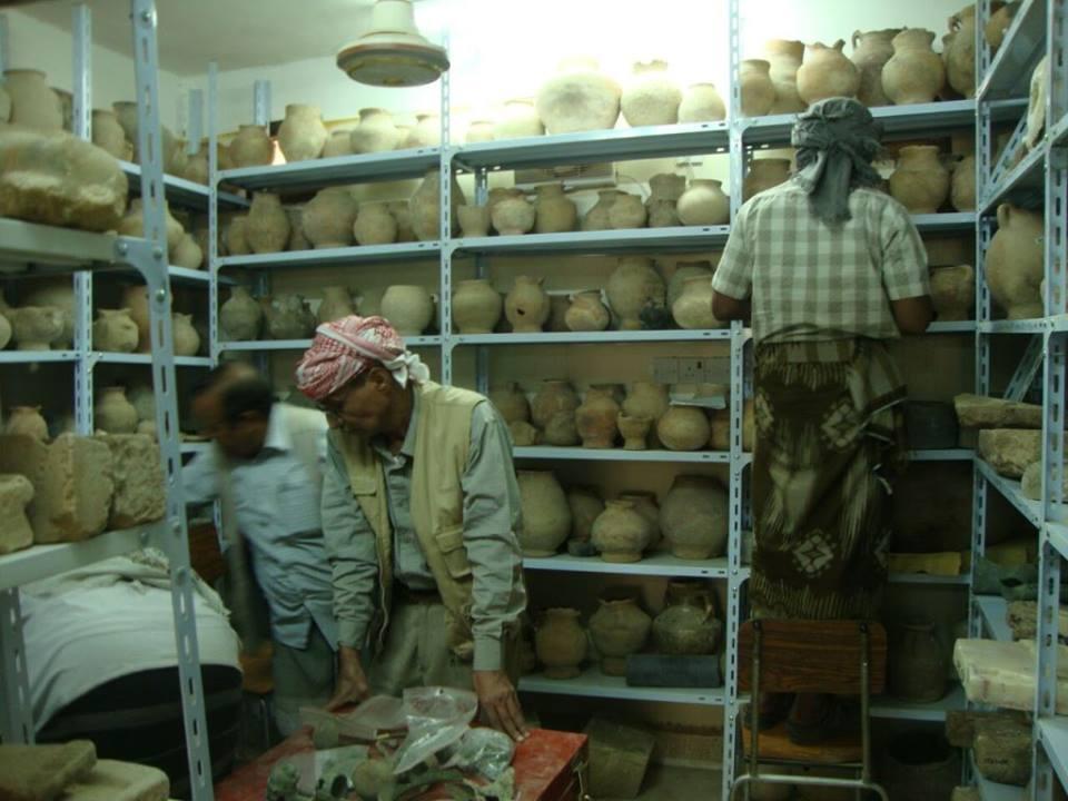 إنجاز توثيق وحفظ أكثر من 2800 قطعة أثرية بمتحف عتق في شبوة