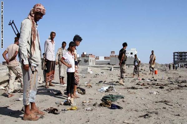 عشرات القتلى والجرحى بتفجير انتحاري في عدن