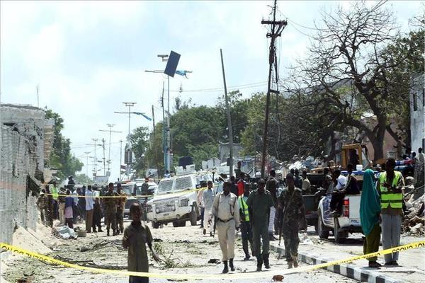 إصابة ثلاثة أشخاص في تفجير انتحاري بمقديشو
