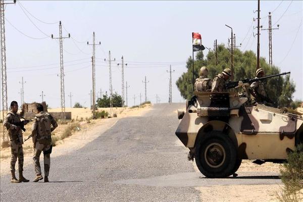 مصر: مقتل 3 مسلحين وإصابة مجندَين في هجوم بسيناء