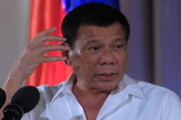رئيس الفلبين: رميت شخصاً من هليكوبتر ومستعد لتكرار ذلك