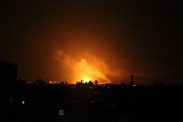 طيران التحالف يقصف معسكر الصيانة في العاصمة صنعاء (أرشيف)