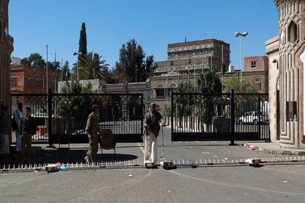 مصادر توضح حقيقة استهداف السفارة الروسية في صنعاء
