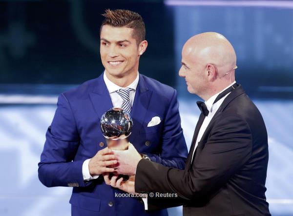 كريستيانو رونالدو يتوج بجائزة افضل لاعب في العالم