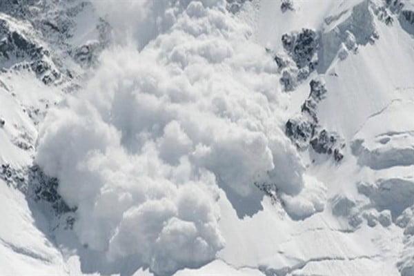 انهيارات جليدية في كشمير تقتل 15 بينهم 11 جندياً