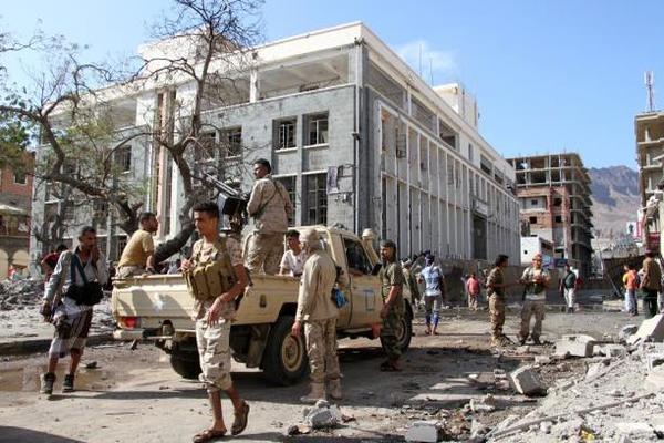 أهالي عدن وفوضى الجماعات المسلحة: اضربوا بيد من حديد