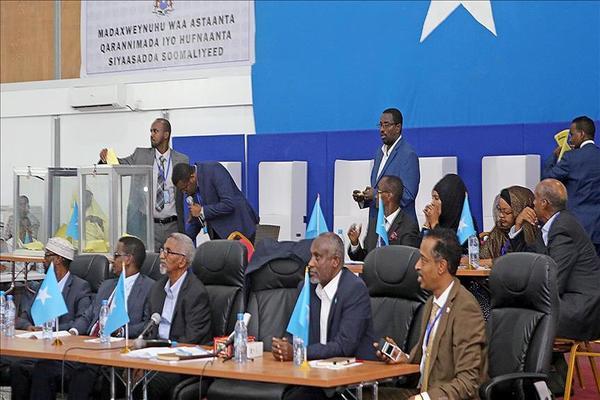انتهاء الجولة الأولى لانتخابات الرئاسة الصومالية وبدء فرز الأصوات