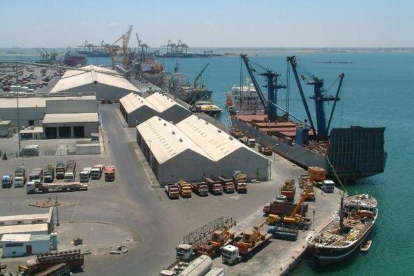 """ميناء المكلا يستعد لاستقبال أولى رحلات الخط الملاحي الدولي """"كوسكو"""""""