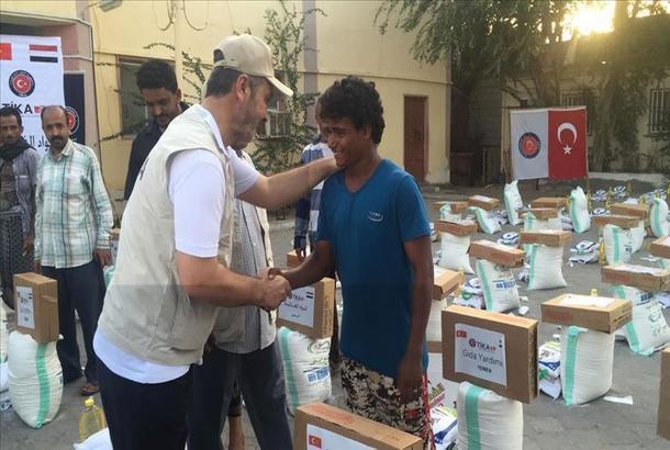 الإغاثة التركية تبحث سبل المساعدة الإنسانية لحضرموت