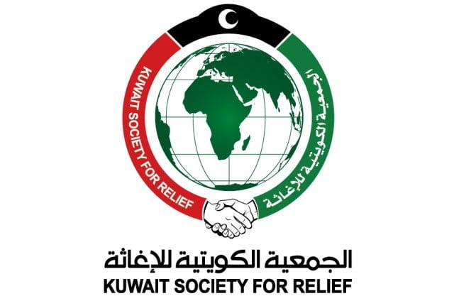 الجمعية الكويتية للإغاثة توزع سلال غذائية للمتضررين من العاصفة المدراية لُبان بالمهرة