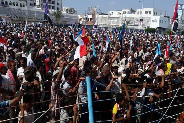مدير أمن عدن يتفقد ساحة العروض قبل يوم من تظاهرة لتأييد المجلس