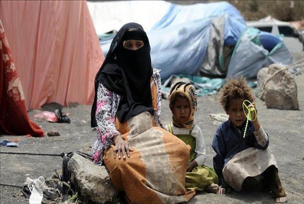 موجة نزوح بمحافظة أبين بسبب تردي خدمات الكهرباء والماء