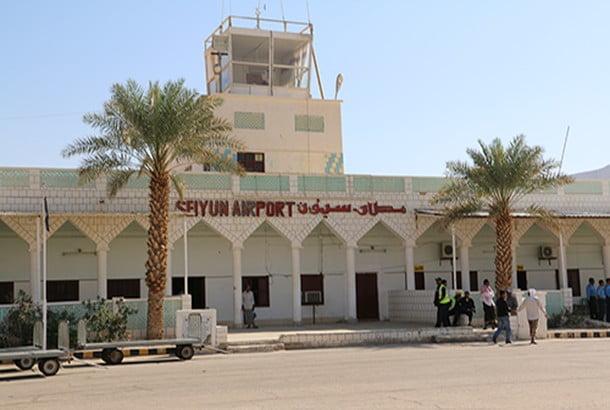 مصادر: وفاة أحد المرضى بسبب تعليق الرحلات في مطار سيئون