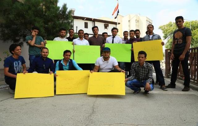 طلاب اليمن في الخارج يطالبون الحكومة يصرف المستحقات المتأخرة