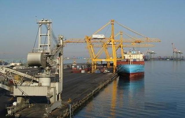ميناء المعلا يعيد باخرة تحمل أسمدة محظورة إلى جيبوتي