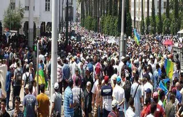 العاهل المغربي يصدر عفواً عن معتقلين من حراك الريف.. وينتقد النخبة