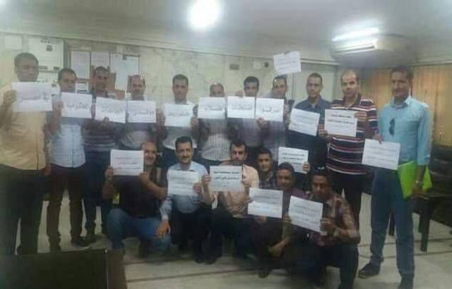 موفدو الجامعات اليمنية إلى مصر يبدأون اعتصاماً مفتوحاً بمبنى السفارة