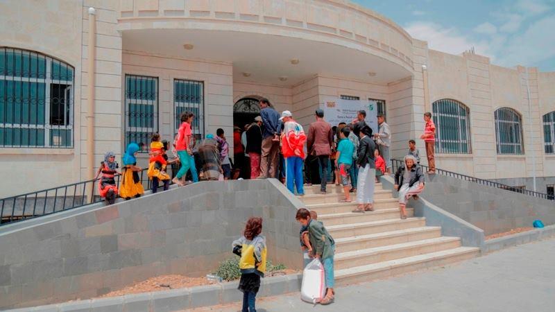 العون المباشر تستأنف توزيع المواد الغذائية على 70 ألف شخص في صنعاء