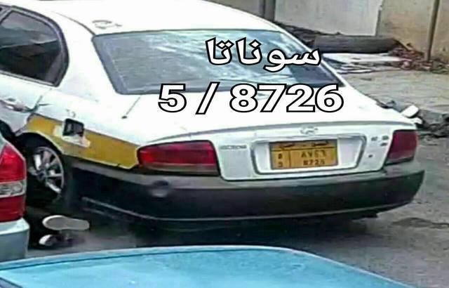 بالصور.. هذه السيارة تقوم بسرقة حقائب نساء في صنعاء