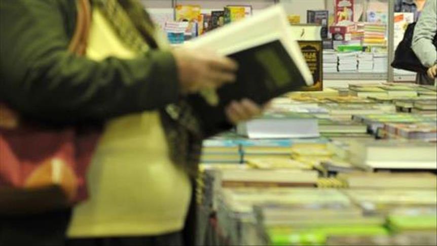القراءة في زمن الحرب بعدن.. المعارك تشعل وهج المطالعة