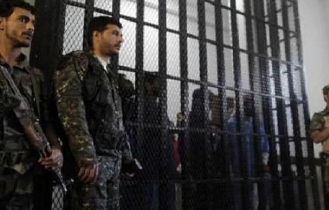 أحدهم بشرب الخمر.. محكمة بصنعاء تدين 12 من عناصر القاعدة والإعدام لاثنين