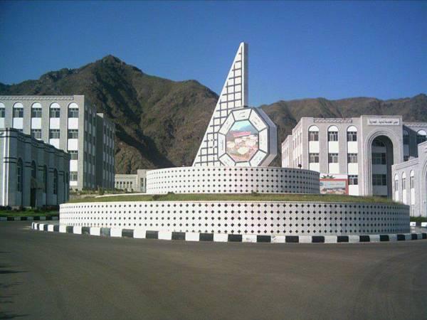 الإعلام التربوي يدين الاعتداء المسلح على طلبة وأكاديمي في جامعة تعز