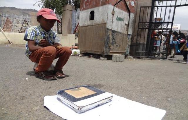 أطفال اليمن وتحمل المسؤوليات الأسرية: حينما تغرق أحلامهم