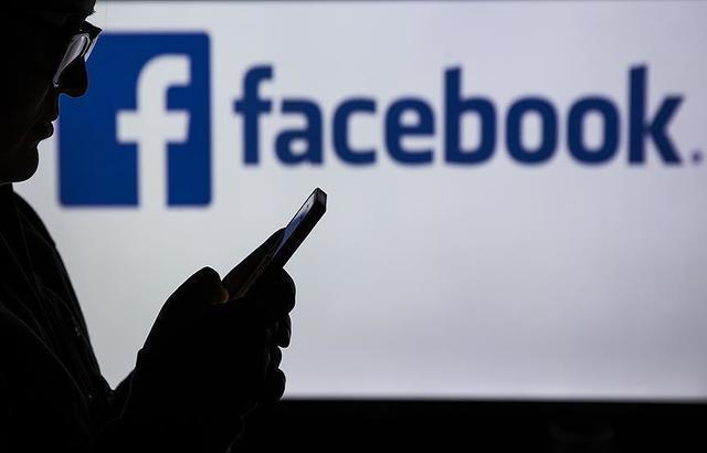 مستخدمو فيسبوك يتجهون إلى الغاء حساباتهم بشكل مفزع بعد الفضيحة