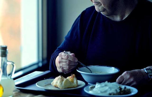 10 علامات للتسمم الغذائي.. وطرق الوقاية والعلاج