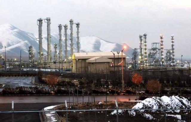 إيران تهدد بتخصيب اليورانيوم بنسبة تمكنها من صنع سلاح نووي