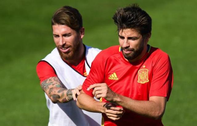 جماهير إسبانيا تستقبل بيكيه بالشتائم والإهانات وتطالبه بترك المنتخب
