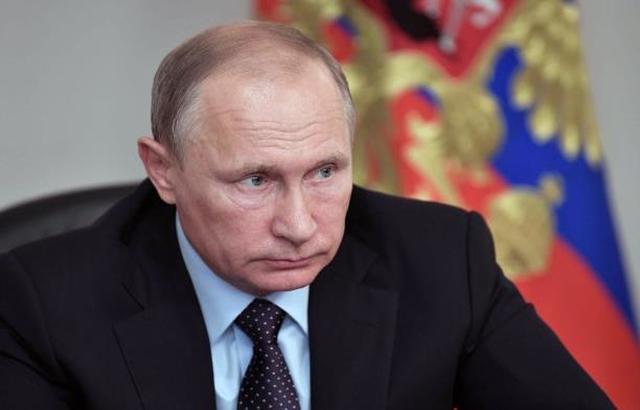 بوتين يتقدم رسمياً بأوراق ترشحه للجنة الانتخابات الروسية