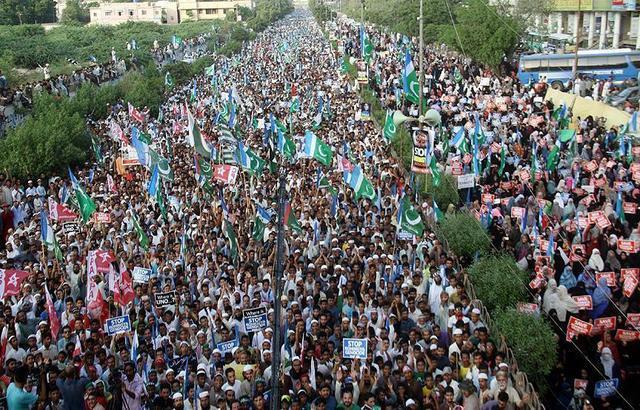 باكستان: الآلاف يتظاهرون تنديداً بالمجازر ضد المسلمين الروهنغيا