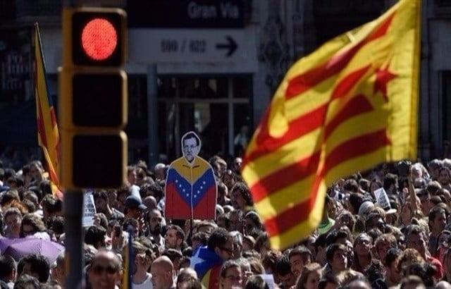 حكومة مدريد تطالب دعاة استقلال كاتالونيا وقف التصعيد