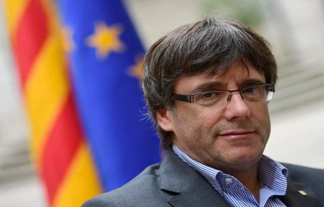 رئيس إقليم كتالونيا يعلن الانفصال عن أسبانيا