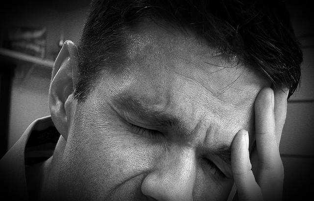 دراسة أمريكية: الأرق والشخير ليلاً يؤثران على إنتاجية العمل