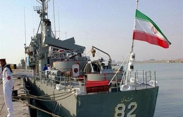 مدمرة أمريكية تساعد سفينة إيرانية هاجمها قراصنة قبالة اليمن