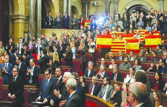 برلمان كتالونيا يصوّت بإعلان الانفصال عن إسبانيا