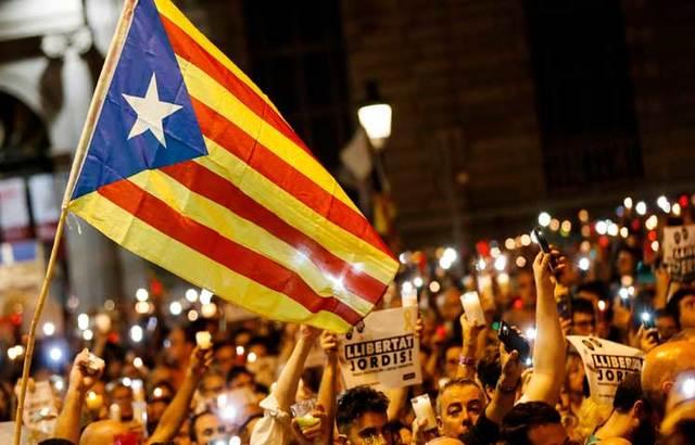 الحكومة المركزية الإسبانية تسحب حرس وسائقي وزراء إقليم كتالونيا