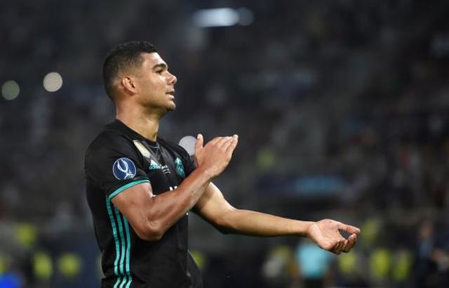لاعب ريال مدريد كاسيميرو يدق جرس الإنذار الأمور مقلقة
