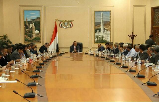 """صنعاء: حكومة بن حبتور بـ""""انعقاد دائم"""".. ودعوة لتظاهرة بسبب إغلاق المنافذ"""