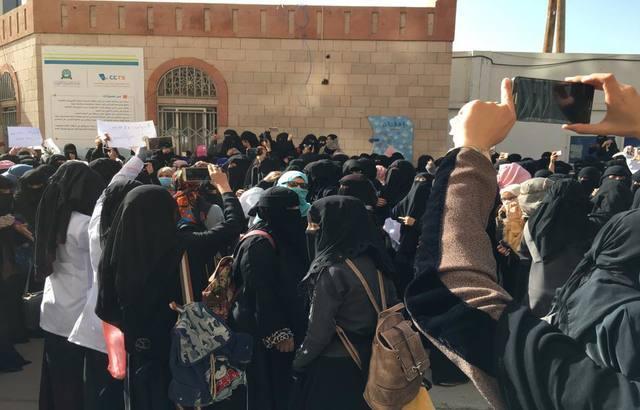 جامعة العلوم والتكنولوجيا تهدد طالباتها بالفصل جراء احتجاجهن على ارتفاع سعر الدولار