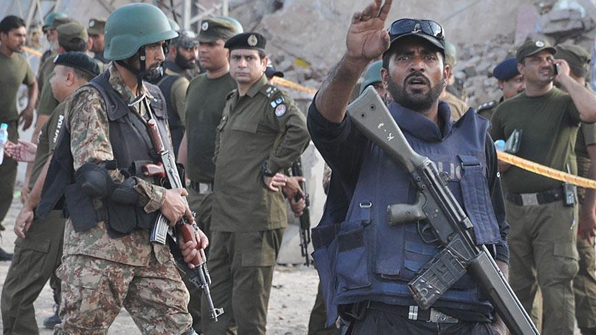 مقتل 4 أشخاص في هجوم انتحاري في باكستان