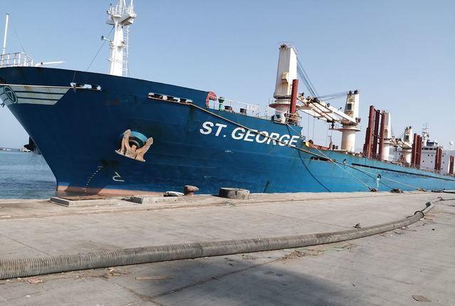 سفينة جديدة تحمل 29 ألف طن قمح ترسوا في ميناء الحديدة