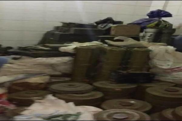 أمن عدن يعلن ضبط مصنع مفخخات ومقتل 3 إرهابيين خلال مداهمة